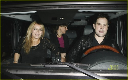 Hilary Duff & Mike Comrie fondo de pantalla probably containing an automobile called Hilary Duff & Mike Comrie