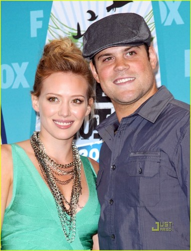 Hilary Duff Teen Choice Awards with Mike Comrie!