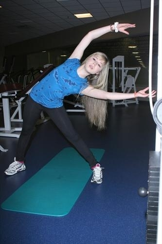 Jennette McCurdy 壁紙 called Iceskating 2009
