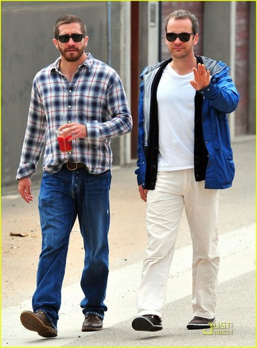 Jake Gyllenhaal Lunches with Peter Sarsgaard