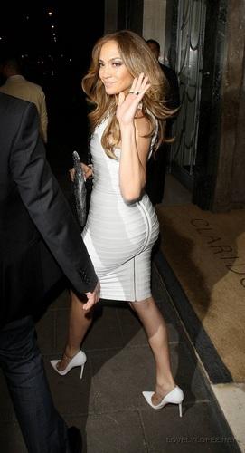 Jennifer - Back at her Hotel after Allan Carr Zeigen - June 13, 2011