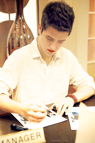 Logan signing autographs!