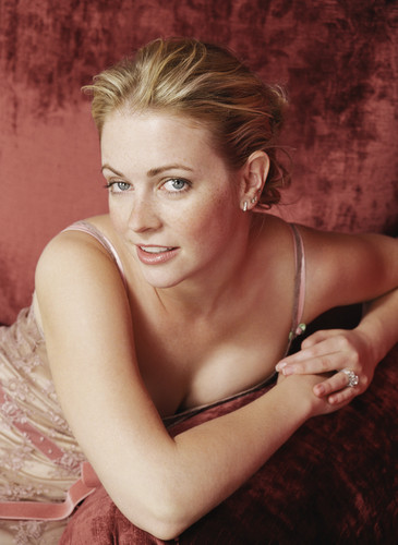 मेलिसा जोन हार्ट वॉलपेपर probably containing attractiveness, a lingerie, and skin called Melissa Joan Hart