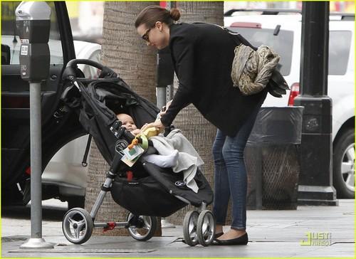 Miranda Kerr: Lunch Date with Mom & Flynn!