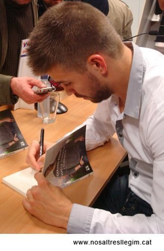 Pique presenting his book