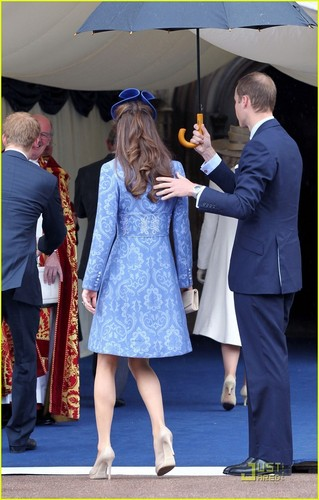Prince William & Kate: Sunday Church with Prince Harry!