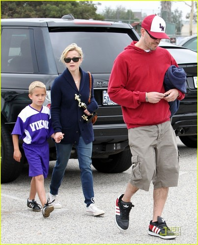 Reese Witherspoon: Deacon's सॉकर Game with Ryan Phillippe!