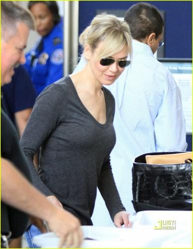 Renee Zellweger: Security Screening at LAX