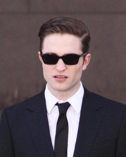 Robert in set cosmopolis