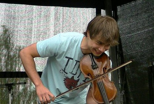 Alexander Rybak wallpaper containing a violist entitled Sweetie! ♥