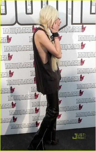Taylor Momsen: Download Festival in England!