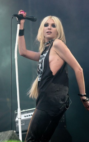 Taylor Momsen at Download Festival (June 12).