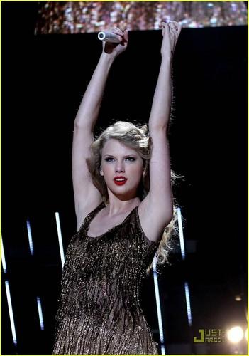 Taylor Swift: CMA Musica Festival Sweetheart