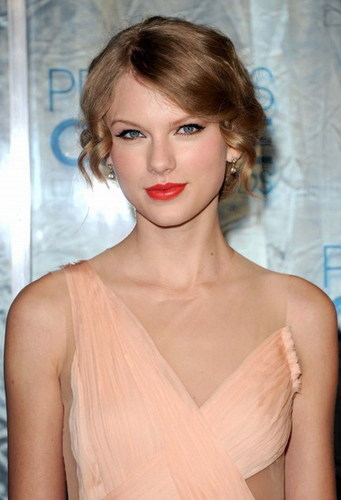 Taylor pantas, swift Is One Of The Most Rich People Under The 30!