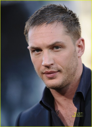 Tom Hardy wallpaper probably containing a business suit and a portrait titled Tom Hardy