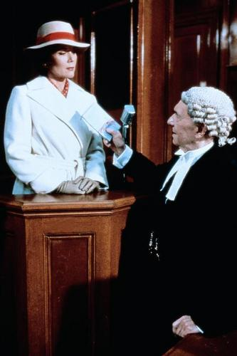 Diana Rigg kertas dinding with a business suit called Witness for the Prosecution