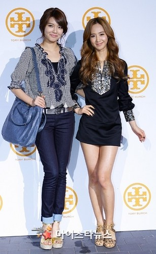Yuri and Sooyoung attend tory burch