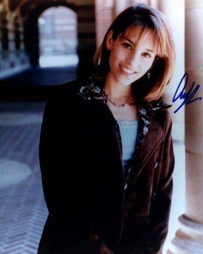 Amy Jo Johnson 壁紙 possibly containing a well dressed person, a street, and a business suit entitled amy jo johnson