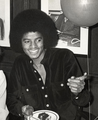 """Michael and the cake"" lol - michael-jackson photo"