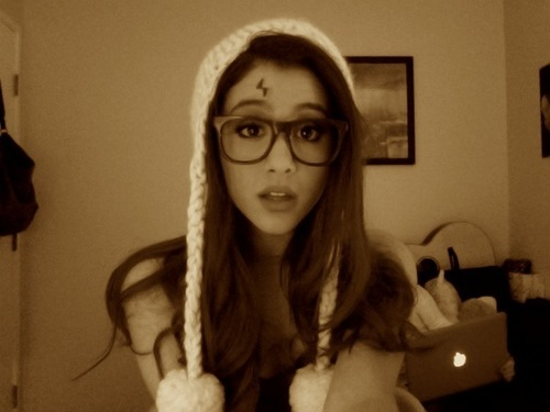Ariana Grande wallpaper entitled Ariana Grande-Nerd glasses
