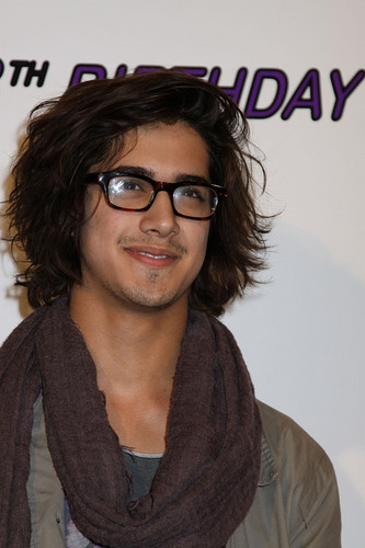Avan Grown & Sexy!