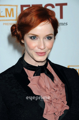 "克里斯蒂娜·亨德里克斯 壁纸 probably with a business suit, a well dressed person, and a portrait called Christina Hendricks arrives at the ""Drive"" Gala Premiere in L.A, June 17"