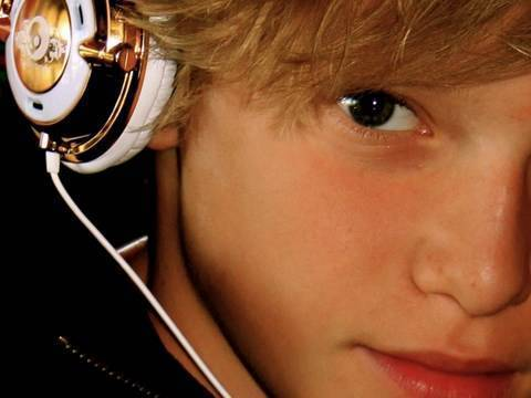 Cody's rockin the headphones!