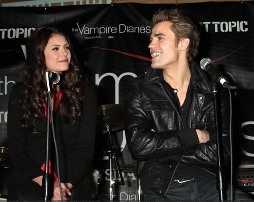 Paul Wesley and Nina Dobrev پیپر وال containing a کنسرٹ entitled Cute Paul and Nina :)