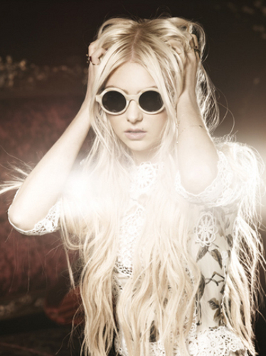 Taylor Momsen پیپر وال probably containing sunglasses entitled ELLE Girl Japan Photoshoot