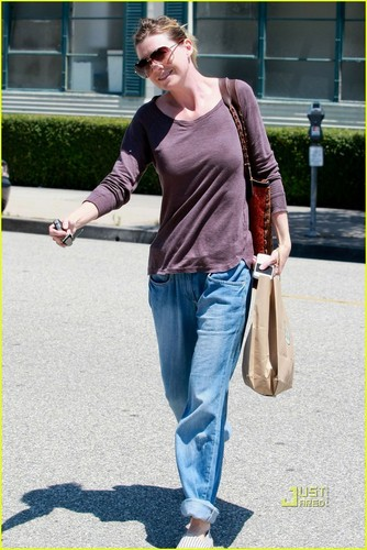 Ellen Pompeo: Out and About in L.A.!