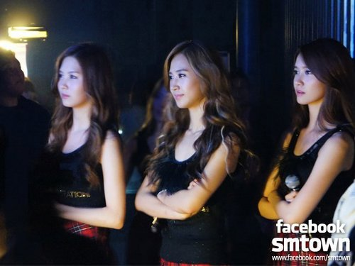 Girls Generation/SNSD In Paris