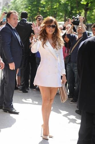 Jennifer - Leaving her Paris Hôtel for Fun Radio - June 15, 2011