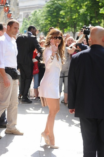 Jennifer - Leaving her Paris Hôtel for Fun Radio - June 15, 2011