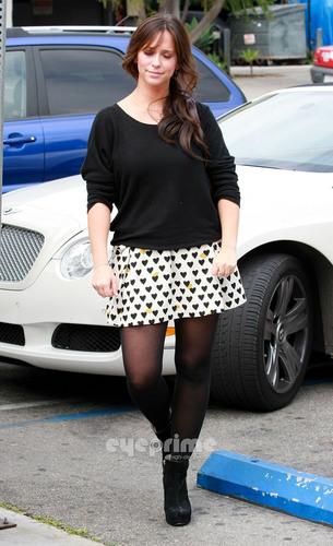 Jennifer amor Hewitt seen running errands in Hollywood, Jun 16