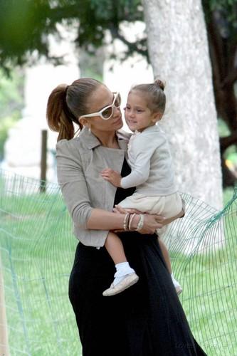 Jennifer - Spending a hari off in Paris with her kids - June 16, 2011