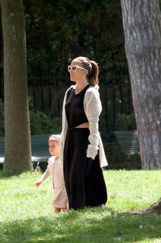 Jennifer - Spending a hari off in Paris with her kids - June 16, 2011