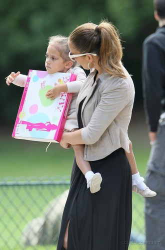 Jennifer - Spending a day off in Paris with her kids  - June 16, 2011