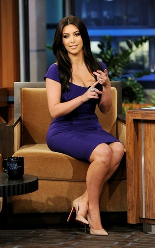 Kim Kardashian on the Tonight Show with 어치, 제이 Leno (June 14).