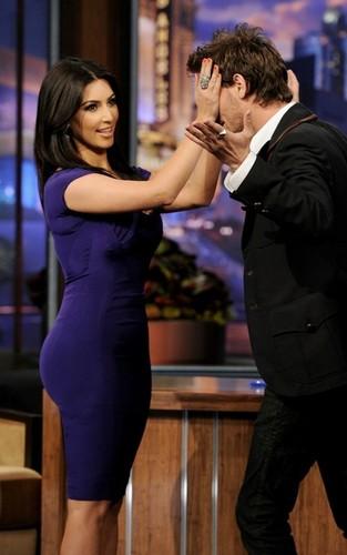 Kim Kardashian on the Tonight 表示する with カケス, ジェイ Leno (June 14).
