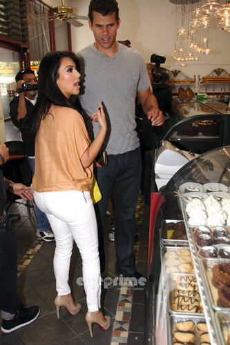 Kim Kardashian wallpaper probably with a patisserie entitled Kim Kardashian works up an Appetite after dancing in Hollwood, Jun 16