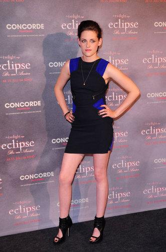 Kristen Stewart's Obsession With Short Dresses!