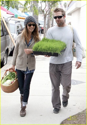 Maggie Q: Greens & nyasi from Farmer's Market!