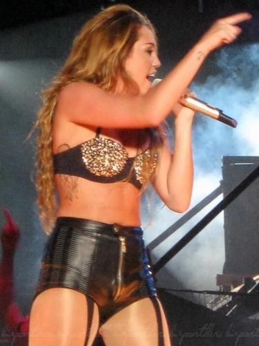 Miley Cyrus Manila concerto Pictures 2