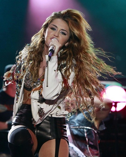 Miley - Gypsy दिल Tour (Corazon Gitano) (2011) - On Stage - Manila, Philippines - 18th June 2011