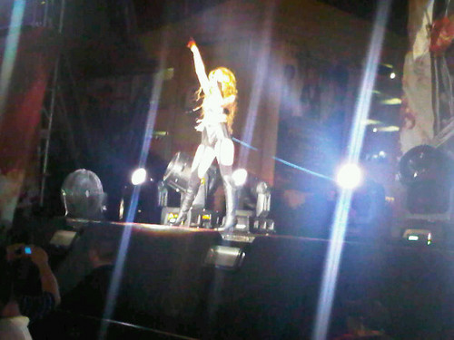 Miley - Gypsy jantung Tour (Corazon Gitano) (2011) - On Stage - Manila, Philippines - 18th June 2011