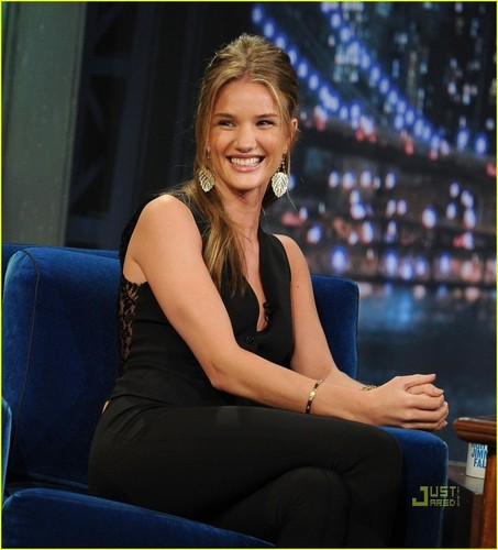 Rosie Huntington-Whiteley: Late Night with Jimmy Fallon!