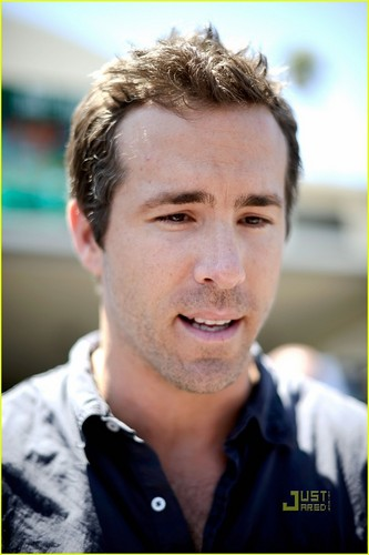 Ryan Reynolds: 'Green Lantern' Screening for Troops!