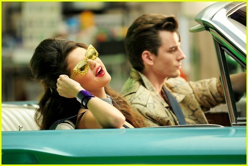 http://images4.fanpop.com/image/photos/22900000/Selena-Gomez-Loves-You-Like-A-Love-Song-selena-gomez-22978817-500-335.jpg