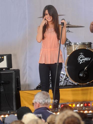 Selena Gomez performs at Good Morning America in NY, Jun 17