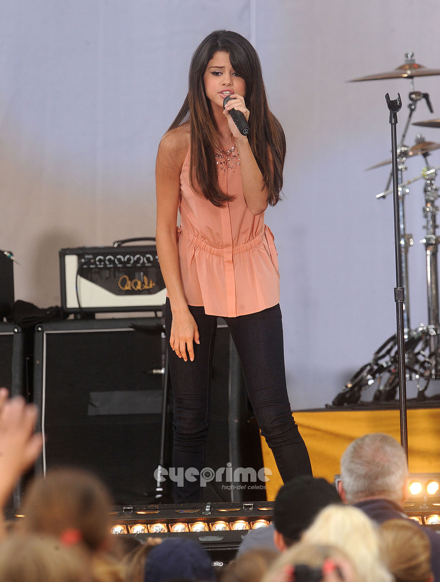 Selena Gomez performs at Good Morning America in NY, Jun 17